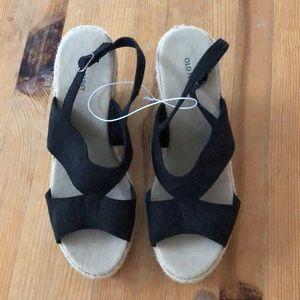 Old Navy NWOT black platform sandals size 8